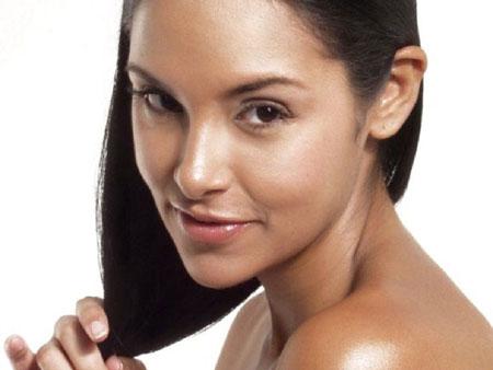 камфорное масло придает волосам блеск