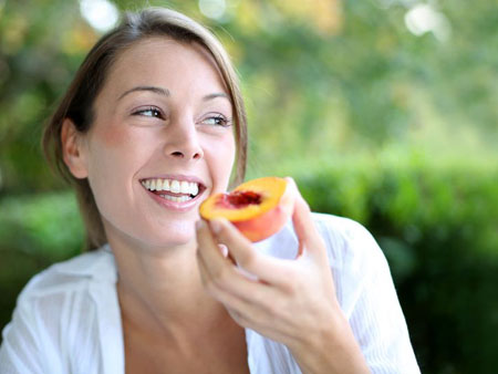 Ценные свойства персикового масла в косметологии
