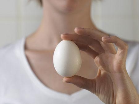 Чудотворное действие куриных яиц для красоты волос