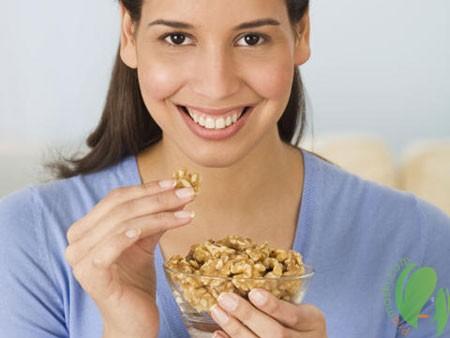 Золотая выжимка из грецкого ореха для женской красоты