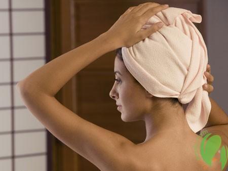 применение маски против выпадения волос