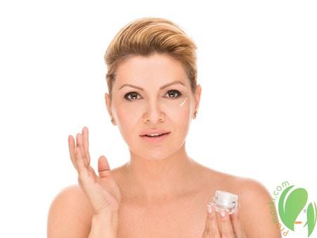 использование крема против морщин вокруг глаз