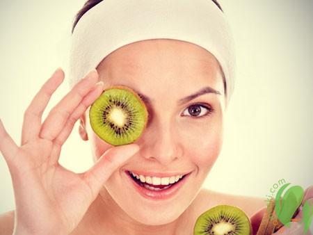 Экзотическая польза киви для кожи лица