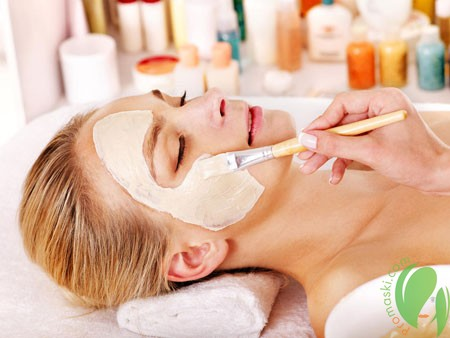 нанесение маски после чистки лица