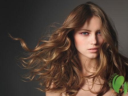 мягкие волосы у девушки