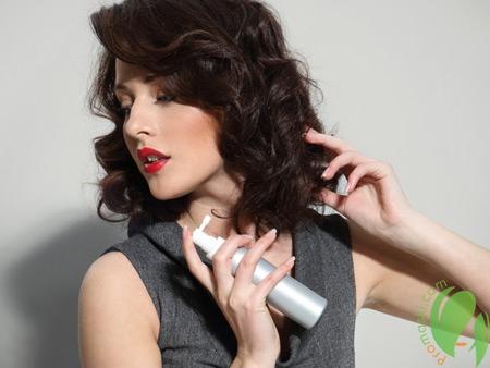 Эффект мокрых волос с помощью спрея