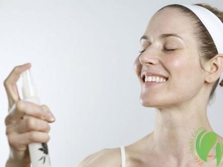 Эффективное увлажнение кожи с помощью спреев и лосьонов